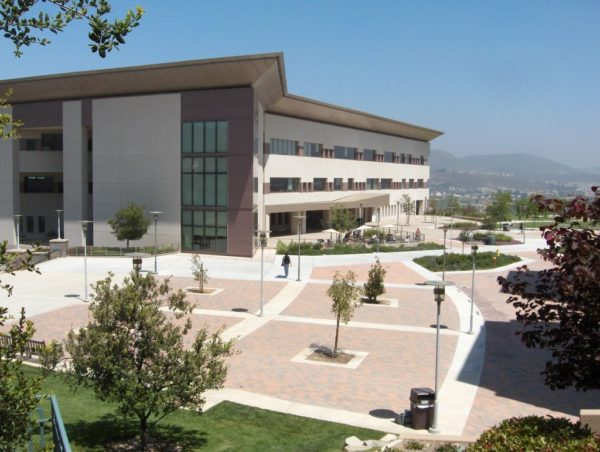 Cal_State_San_Marcos_library (1)